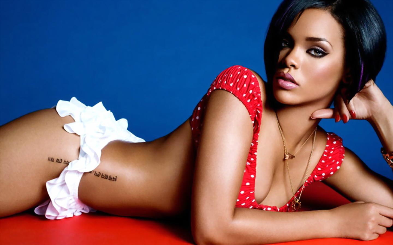 http://2.bp.blogspot.com/-Dd8rEiFOLl8/TntO6OE4vKI/AAAAAAAAAGQ/_GxQqDDLDxY/s1600/Rihanna_Hip_Tattoo.jpg