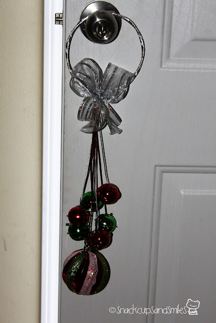 #diy christmas ornament door hanger #crafts #holidaydecorating