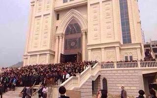 Escudo humano para defender igreja em Sanjiang