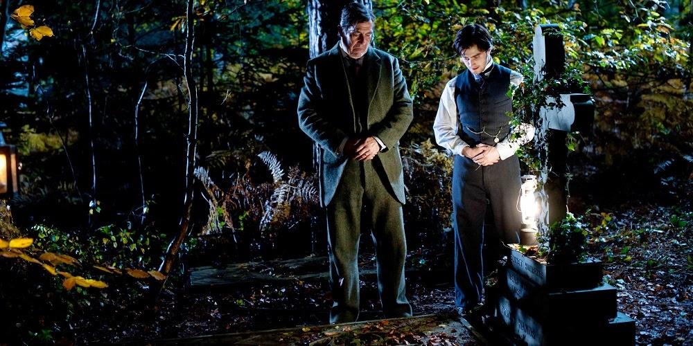 Ciarán Hinds e Daniel Radcliffe em A MULHER DE PRETO (The Woman in Black)