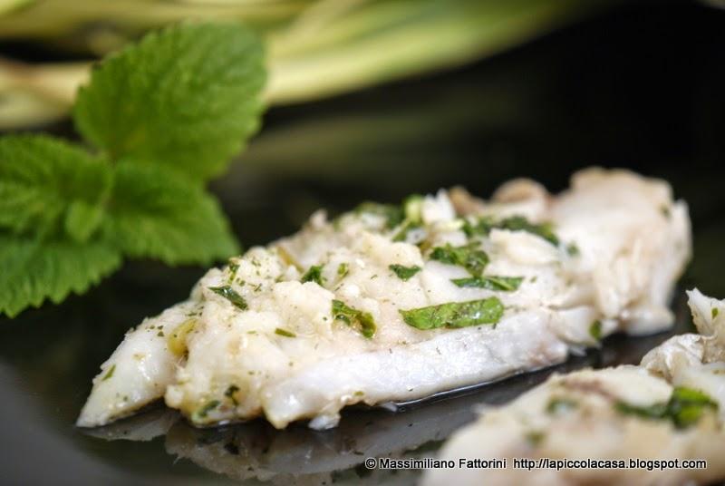 come cucinare un ottimo filetto di pesce mostella marinata nellidromele con melissa e talli daglio
