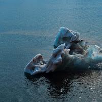 Iceberg de hielo azul