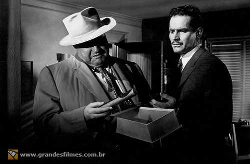 Charlton Heston e Orson Welles em A Marca da Maldade