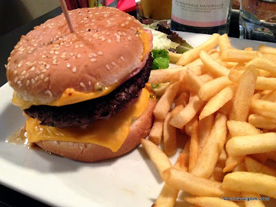 96 Café Contemporain - Bacon Cheese Burger