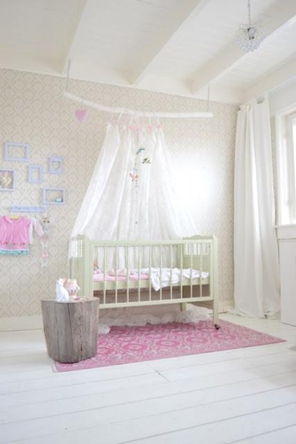 las camas infantiles con dosel evocan a tiempos de antes pero en la actualidad recobran ese puesto de honor que les corresponde y las vemos en dormitorios