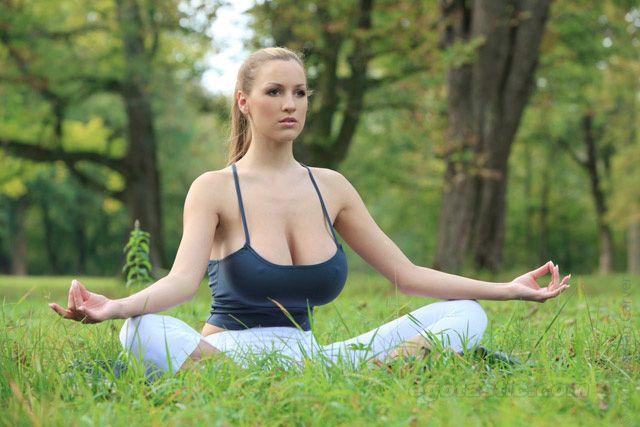 1320939495 jordan carver 02 Um boa Meditação (12 Fotos)