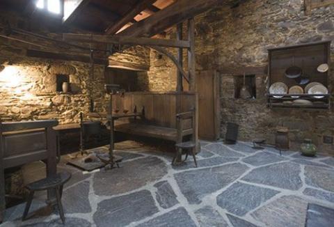 Casa villamartin turismo rural en asturias museo casa natal marqu s de sargadelos - Aperos agricolas antiguos ...