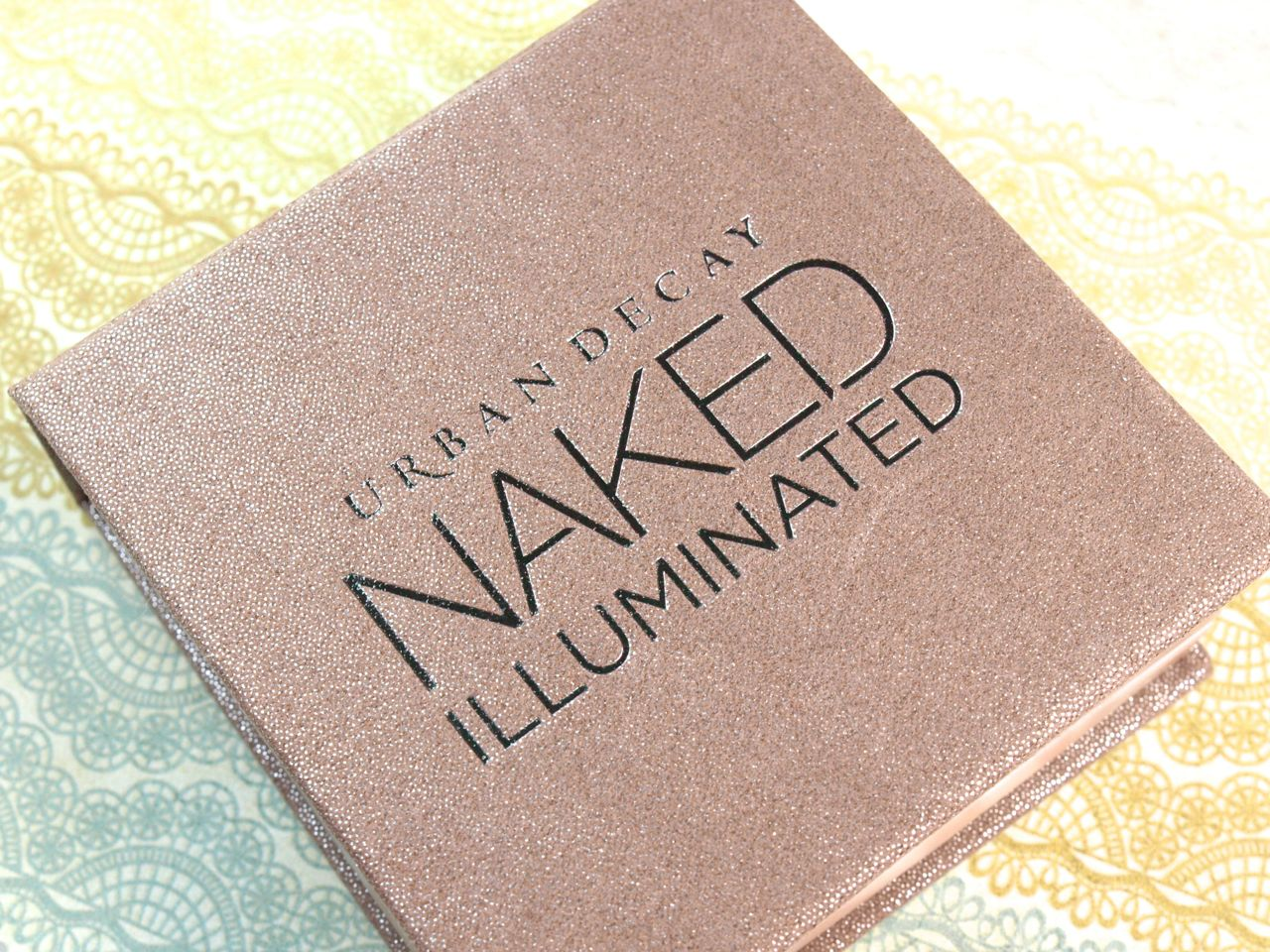 "Urban Decay Naked Illuminated Highlighter in ""Aura"": Review and Swatches"