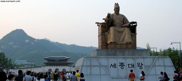 Estatua del Gran Rey Sejong en Gwanghwamun, Seúl
