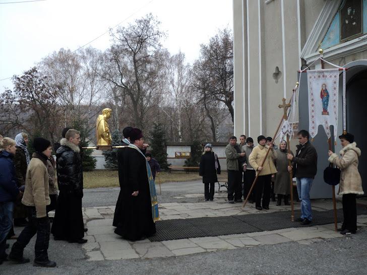 Зустріч мощей св. Антонія Падевського біля парафіяльного храму с.Зарваниці