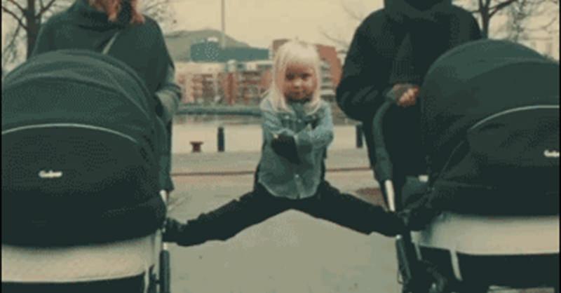 ジャン・クロード・バンダムのCMを真似する少女(GIF)