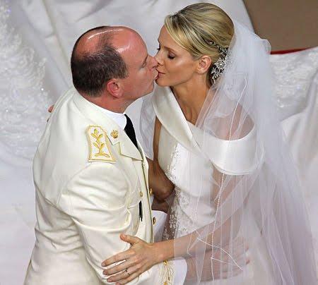 Сватбата в Монако - целувката на Албер и Шарлийн
