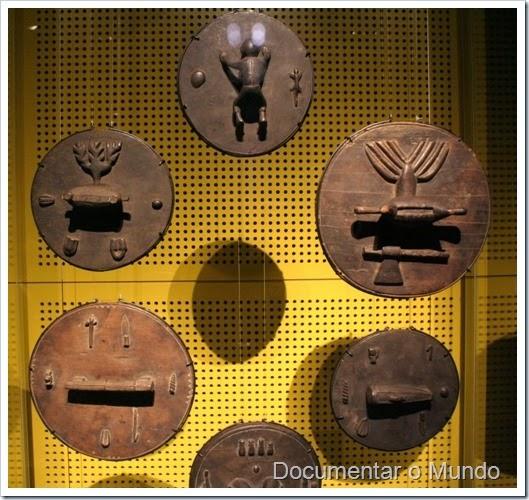 Matéria da Fala; Tampas de Panela com Provérbios; Museu Nacional de Etnologia; Lisboa