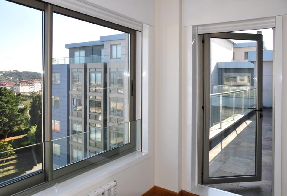 Carpinter a de aluminio cerramientos ciudad real - Puertas acristaladas exterior ...