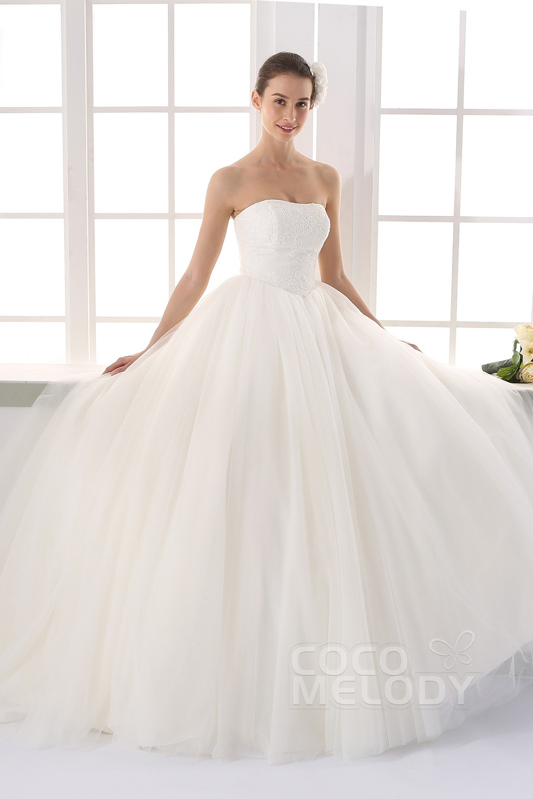 New Style Asymmetrical Sweetheart Natural Train Organza White Sleeveless  Zipper Wedding Dress With Beading And Flower   The Make And Style Of This  Dress, ...
