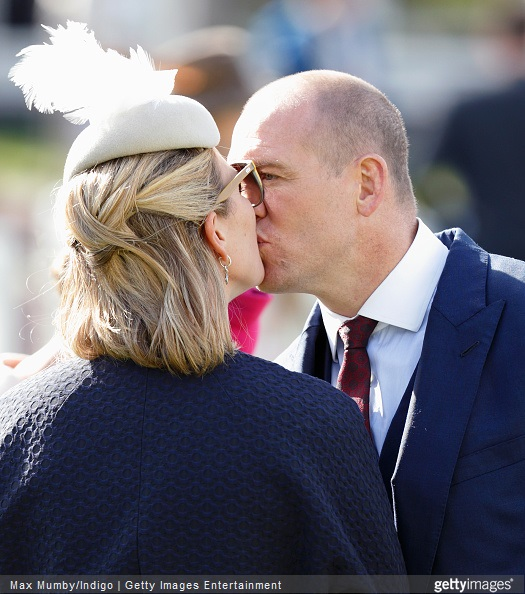 Zara Phillips Style - Zara Phillips and Mike Tindall kiss as they attend day 3 'Grand National Day' of the Crabbie's Grand National Festival at Aintree Racecourse