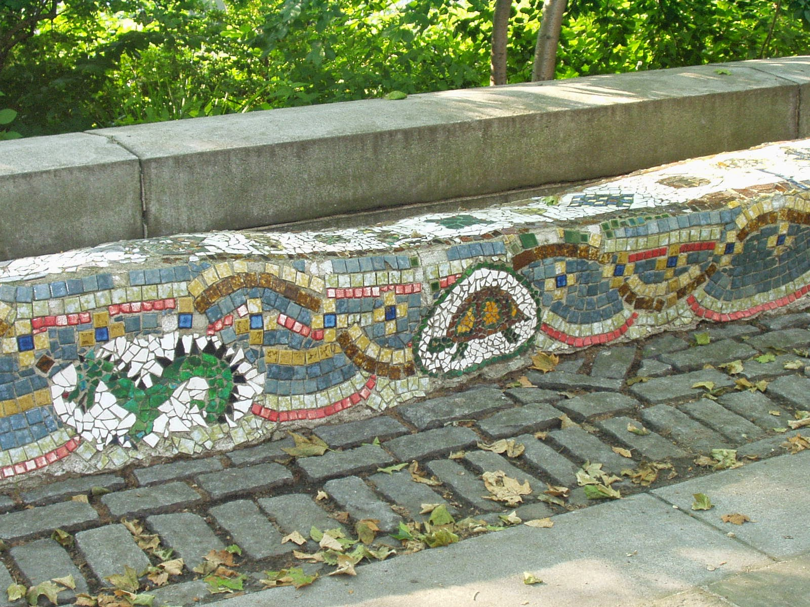 Gaudi in new york a broken tile mosaic masterpiece in riverside the mosaic benches were created by chilean artist pedro silva other artists and community volunteers between 1972 and 1974 they have been restored at dailygadgetfo Image collections