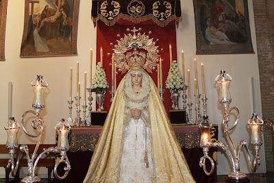 Numerosas personas rindieron besamanos a la Virgen de las Lágrimas