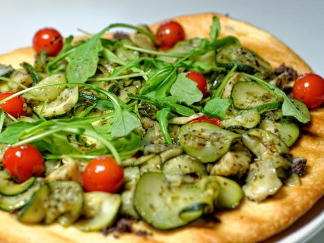 Tarte fine aux légumes et au pesto