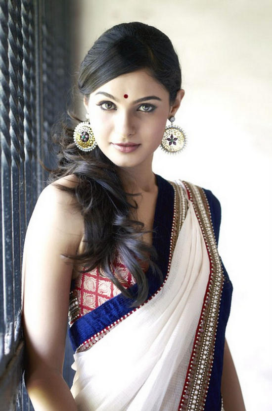 Indian Playback Singer Andrea Jeremiah Cute Saree Photos