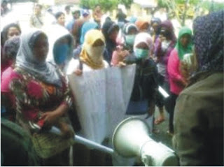 Ibu-Ibu Rumah Tangga Minta Bupati Ferry Segera Atasi Konflik