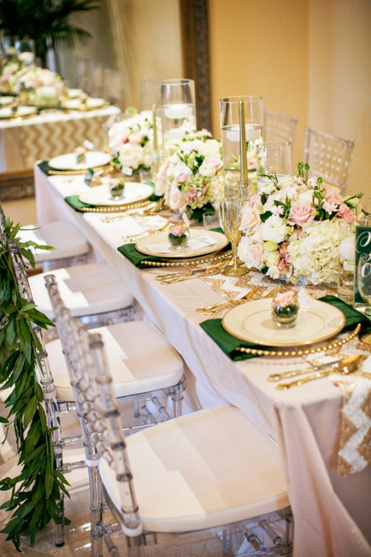 detalles boda en dorado y verde esmeralda