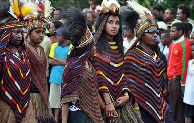 Baju Adat Papua dan keterangannya