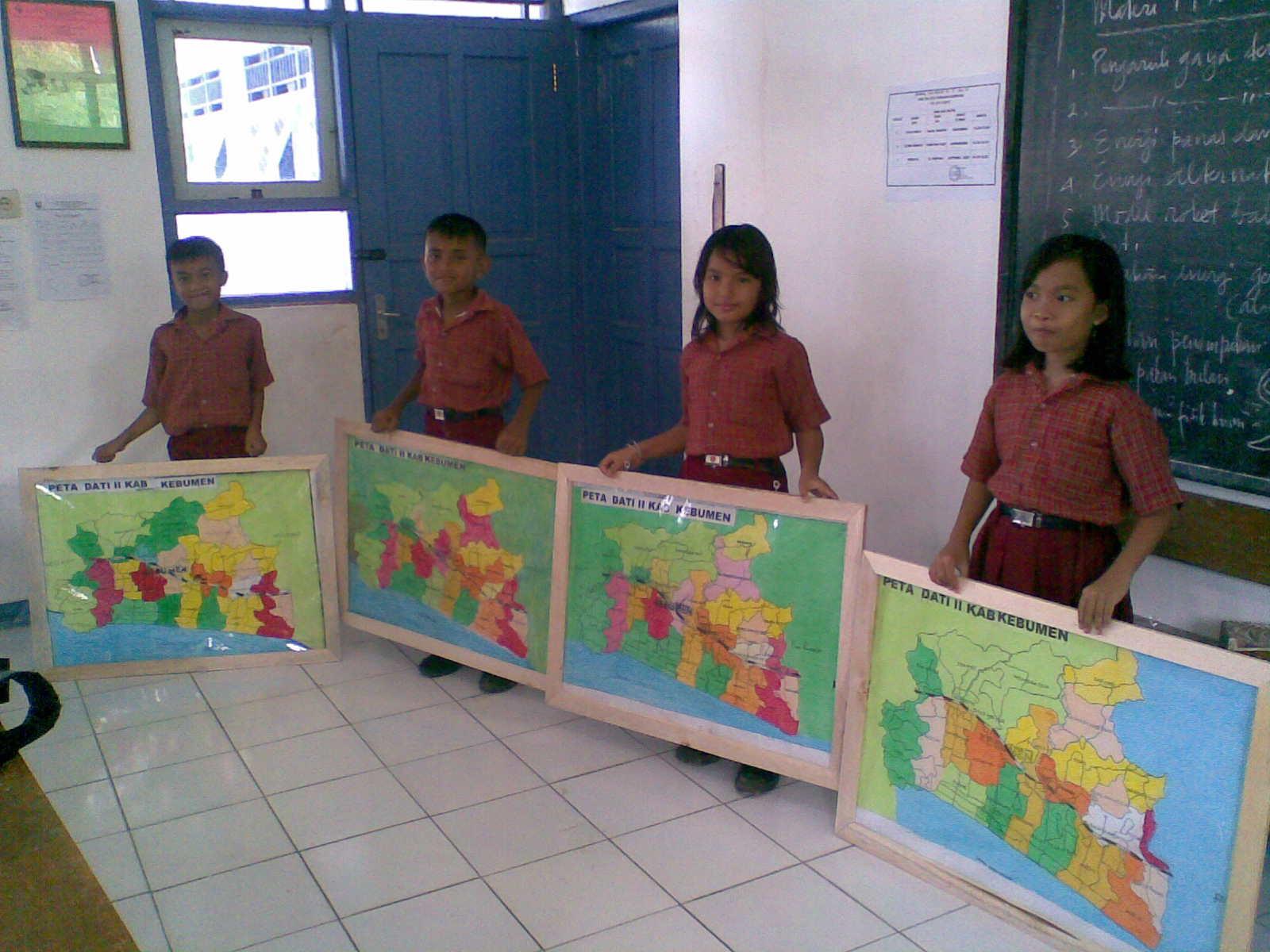 Pembuatan Media Belajar Mandiri Kelas Bapak Nazil Ghofur S Pd Sd Negeri Seling Uptd Dikpora