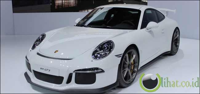 Porsche 911 GT3 - Rp26 juta
