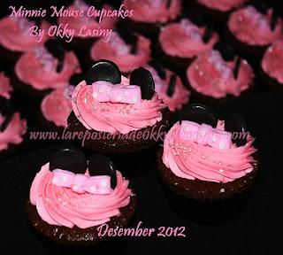 """la reposteria de okky"": minnie mouse cake and cupcakes"