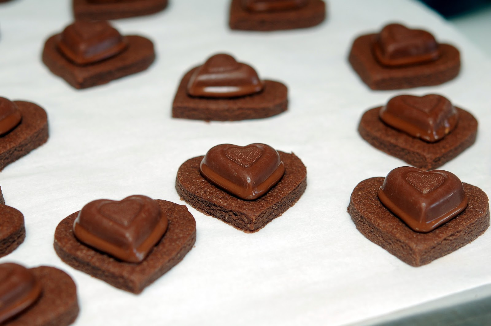 CHOCOLATE VALENTINE COOKIES - Hugs and Cookies XOXO