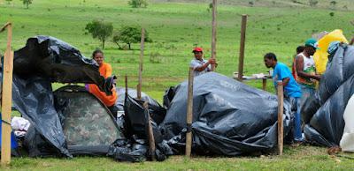 Cerca de 100 famílias invadem uma fazenda próxima a São Sebastião