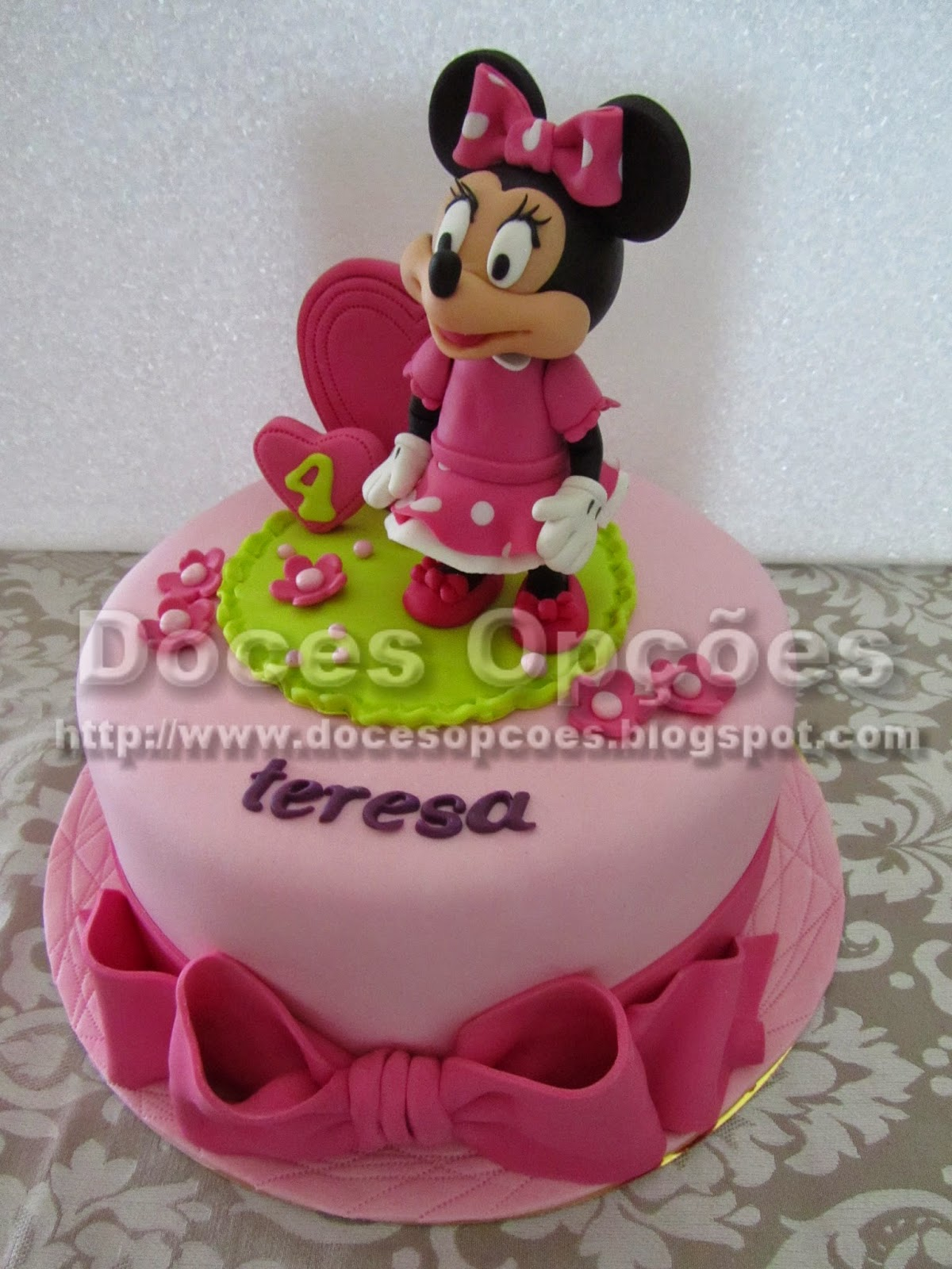 disney's minnie mouse cake