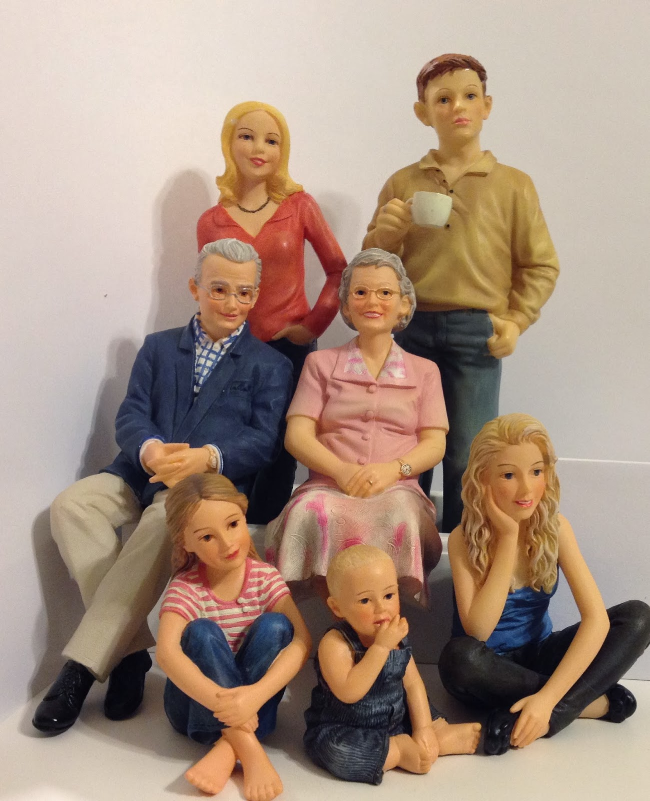 Jocelyn 39 S Mountfield Dollhouse Craftsman Dollhouse Family