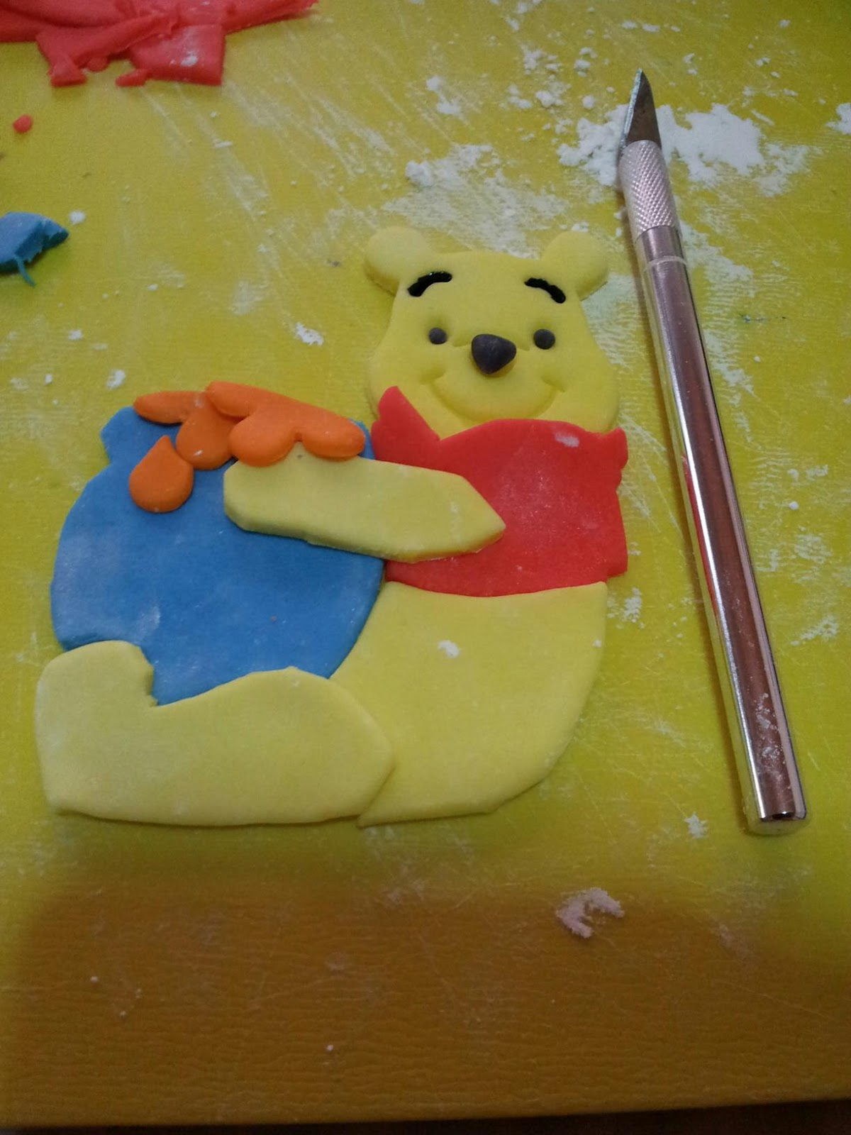 Artsy Craftsy Me: Pooh cake toppers and badminton-themed cake