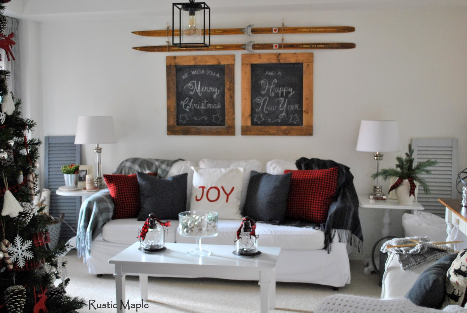 Rustic maple our rustic christmas living room 2015 for Black n red living room