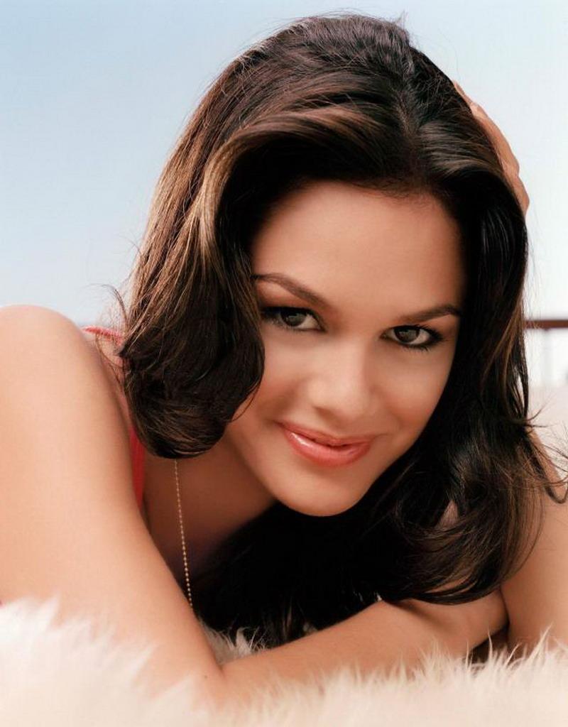 Hair Style Trends Makeup for Virgo Women Rachel Bilson-16