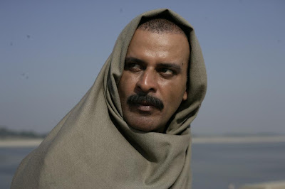 manoj bajpai, sardar khan, wrapped in shawl