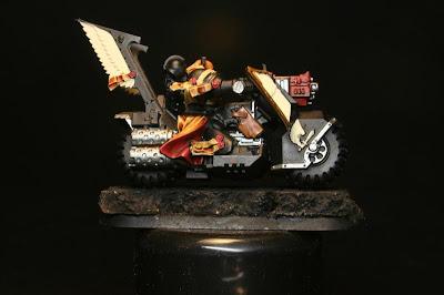 Seraphin Sepia de Cidael Shade en los Motoristas del Ala de Muerte de los Ángeles Oscuros