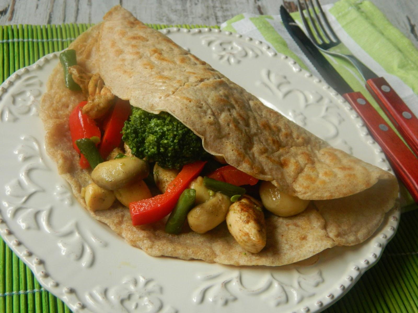 Clatite integrale cu legume picante si piept de pui