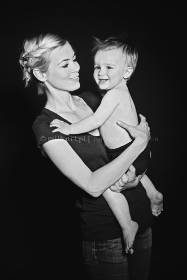 fotografia rodzinna, zdjęcia niemowlaków, fotografie niemowlęce, sesje zdjęciowe dzieci w poznaniu, studio fotografii artystycznej