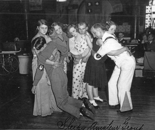 25 Breathtaking Photos From The Past - Last four couples standing in a Chicago dance marathon. ca. 1930.