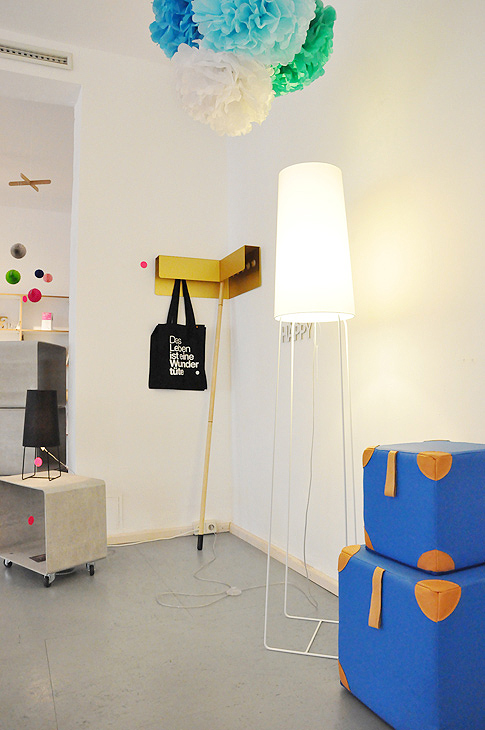 philuko portrait das rote paket. Black Bedroom Furniture Sets. Home Design Ideas