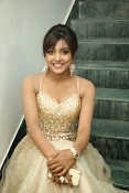 glamorous Vithika sheru new sizzling pics-thumbnail-20
