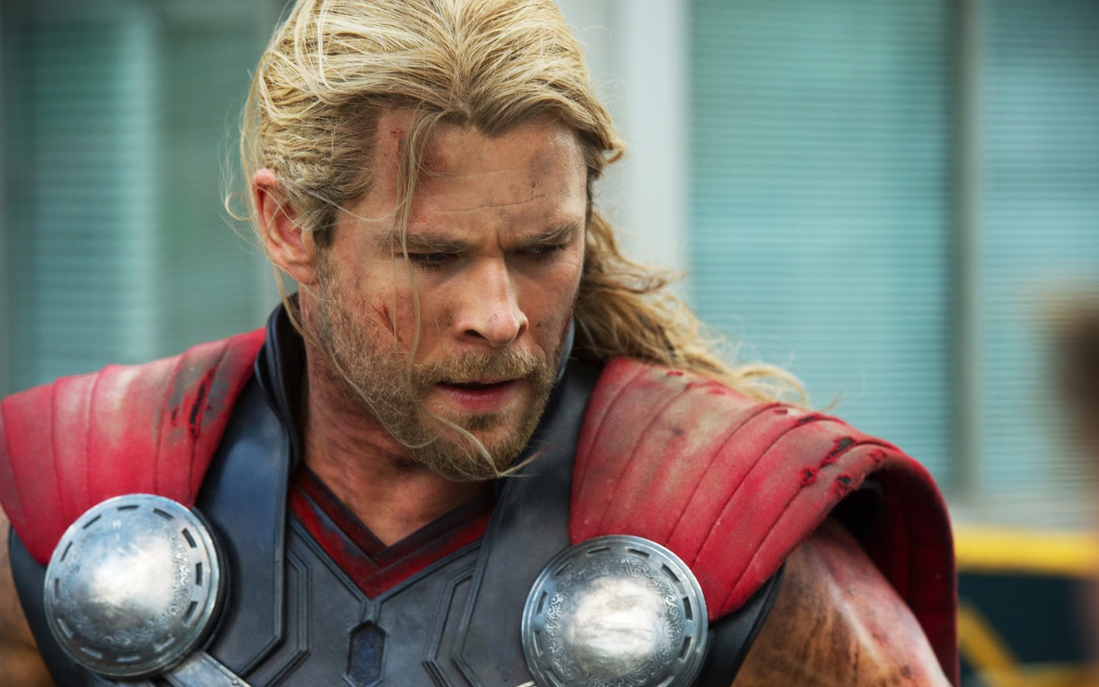 Chris Hemsworth Thor Avengers Wallpaper