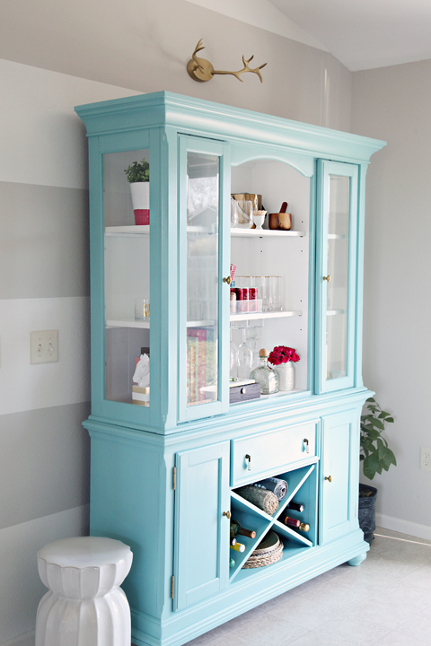 Iheart organizing our new to us painted dining room hutch for Painted dining room hutch ideas