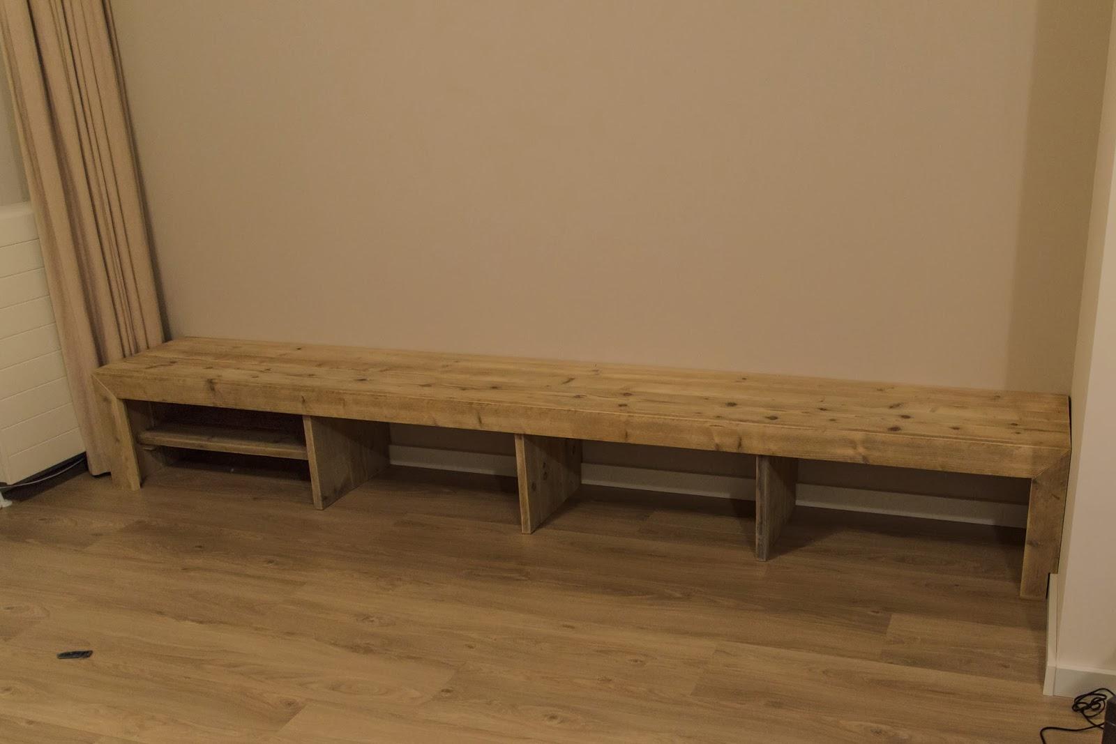 Creatieve tijd tv meubel van steigerhout - Muur plank onder tv ...