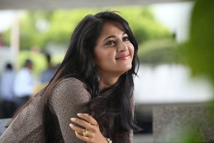Tamil actress Anushka Shetty pics