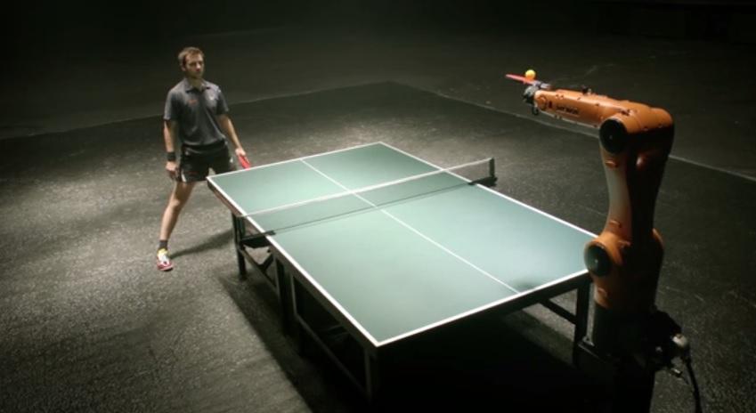 人類と機械の戦い。卓球選手ティモ・ボルとKUKA社ロボットの本気の卓球バトル!?そして謎のカウントダウン!