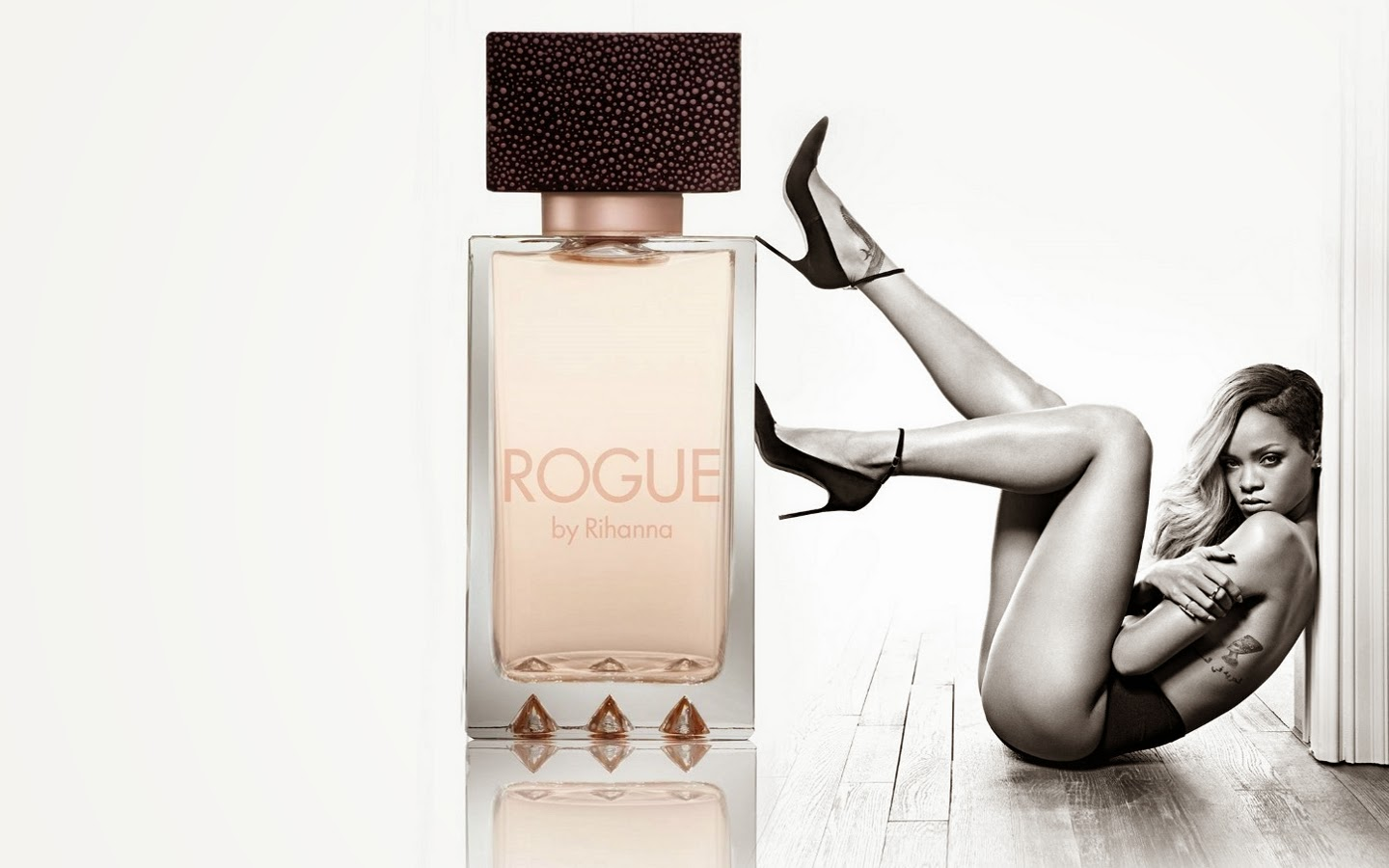Rihanna´s restricted ad Rogue perfume